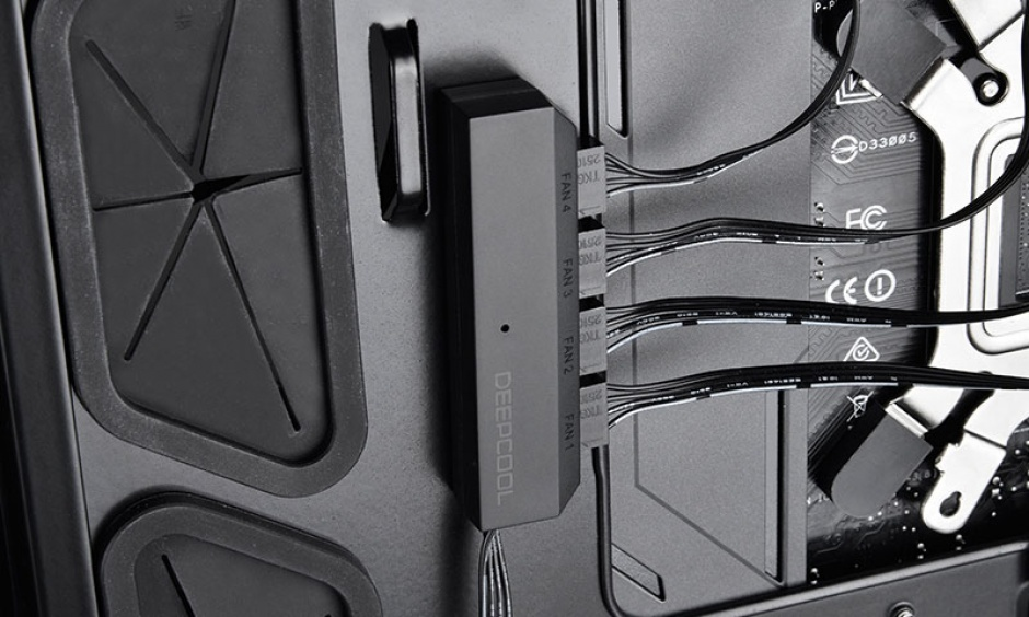 Imagine Adaptor (HUB) SATA 15 pini la 4 x ventilator 3/4 pini PWM, Deepcool FH-14-4
