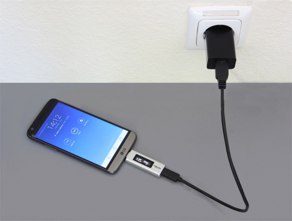 Imagine Adaptor USB-C PD (Power Delivery) cu indicator OLED pentru amperaj si voltaj, Delock 65844